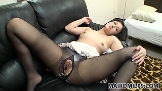 Japanese milf Seiko Kuramoto is for a solid blowjob